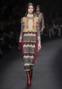 Valentino Official Website - Valentino Women From The Catwalk Collection.