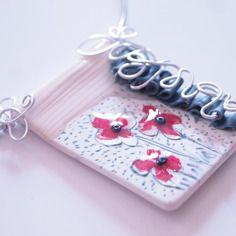 """Collier """"granit sauvage"""" ras du cou, en fimo, fleurs bleues, rouge, blanc, aluminium argenté"""