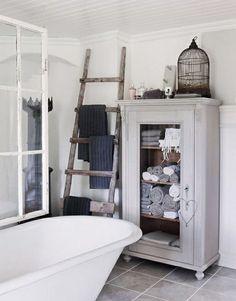 Badezimmer-weiße-badewanne-regale Mit Schachteln - 30 Super Ideen ... Kreative Badezimmergestaltung