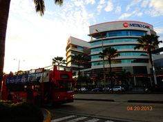 Double Decker Bus near the Sheraton Hotel. On the backside is the shopping centre Mall del Sol