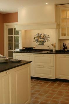 Maatwerk landelijk klassieke keuken met MDF paneelfronten en granieten aanrechtblad - The Living Kitchen by Paul van de Kooi