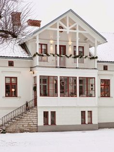 White house with RED window panes Red Windows, Sweden House, Interior Stylist, Scandinavian Home, White Houses, House Goals, Home Interior, Old Houses, Building Design