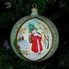 Glob din sticla peisaj mos craciun | Fuleki Glass Glass Christmas Ornaments, Christmas Balls, Santa Clause, Glass Ball, Bulb, Holiday Decor, Hands, Christmas Baubles, Papa Noel