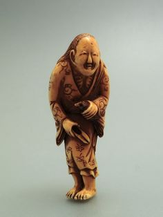 Shitakiri suzume - Signed MASATSUGU. Ivory Netsuke are the most prized Japanese miniature carvings representing legends or imaginary animals. 6.1cm.