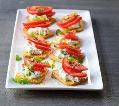 Zdravá česnekovo-sýrová pomazánka « Restaurace a gastro magazín Bruschetta, Crackers, Menu, Cooking, Ethnic Recipes, Food, Cake, Per Diem, Spreads