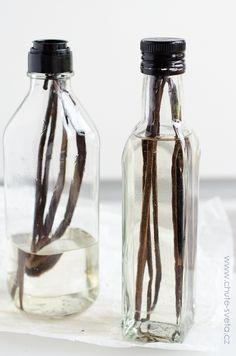 { domácí } vanilkový extrakt Vanilla Cream, Vodka, Glass Vase, Water Bottle, Apothecary, Home Made, Alcohol, Bakken, Water Bottles