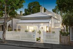White on white Victorian cottage - 40 College Street Hawthorn