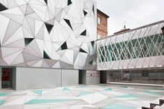 Constructed by Aranguren & Gallegos Architects, the ABC Museum in Madrid is a factory building that has been renovated with a modern design. Triangular shapes cover the reflective exterior of the building as well as the matching floor that gleams light. The museum primarily showcases works of illustration from contemporary artists.