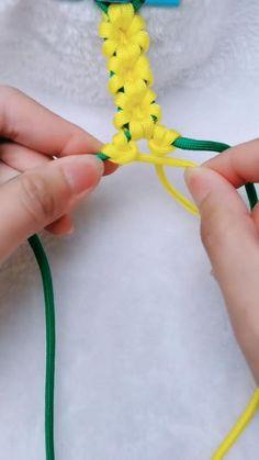 😉 💗💗💗flower bracelet, so beautiful! Diy Crafts Hacks, Rope Crafts, Diy Crafts Jewelry, Diy Crafts For Gifts, Bracelet Crafts, Flower Bracelet, Diy Arts And Crafts, Yarn Crafts, Lanyard Crafts