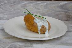 Une des recettes les plus simples et sans aucun doute une des plus gourmandes que j'aime préparer. En été, préparées au barbecue c'est encore meilleur! Ingrédients pour 4 personnes: 4 grosses de pomme de terre (type Bintje) 8 cuill. à soupe de fromage...