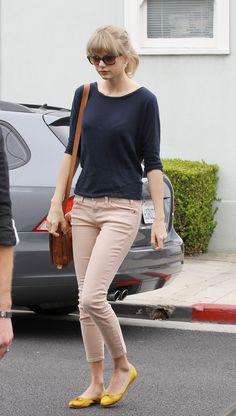 Casual date outfit inspiration, Taylor Swift Estilo Taylor Swift, Taylor Swift Style, Taylor Alison Swift, Yellow Shoes Outfit, Flats Outfit, Yellow Ballet Flats, Yellow Flats, Casual Outfits, Cute Outfits