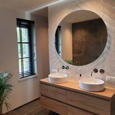 Bathroom Mirror Design, Bathroom Design Luxury, Family Bathroom, Small Bathroom, Modern Powder Rooms, Hygge Home, Upstairs Bathrooms, French Home Decor, Apartment Interior Design