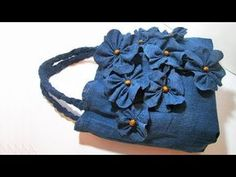 Sewing a bag from old jeansvery interesting upcycled denim applique bag by alexandria Look what you can make from your old jeans. Look what you can make from your old jeans. Denim Bags From Jeans, Denim Tote Bags, Denim Purse, Diy Tote Bag, Old Jeans, How To Make Jeans, Blue Jean Purses, Ipad Bag, Denim Flowers