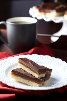 Chocolate Caramel Shortbread bars start with buttery shortbread spread with smooth caramel and chocolate. Similar to a homemade Twix bar ~ Chocolate. Caramel Shortbread, Shortbread Bars, Easy Desserts, Delicious Desserts, Yummy Food, Baking Recipes, Cookie Recipes, Dessert Recipes, Eat Dessert First