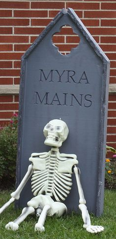 DIY Halloween Tombstones Tutorial