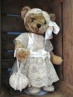 ours Alphonsine, la coquette ! http://www.lamaisondemathurine.com/ours-en-peluche-de-createur/les-ours-demoiselles-et-messieurs/