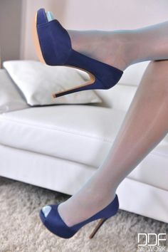 Talons Sexy, Nylons Heels, Pumps, Beautiful Legs, Latest Fashion For Women, Eye Candy, Boobs, High Heels, Stockings
