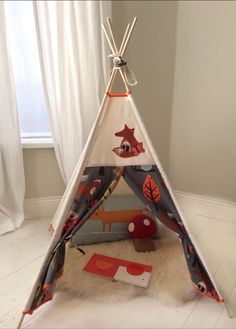 This listing is for Mr Fox and Friends small size teepee and comes with a beautiful appliqué woodland creature (Mr Fox, Mrs Fox, Owl or Squirrel)