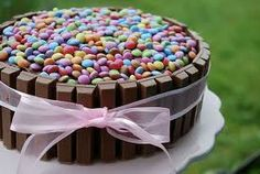 Kit kat cake girly photography food girl cake girls photo eat m&ms ribbon yum food cravings eats yummy food i love food kit kat pink ribbon Smarties Chocolate, Chocolate Cake, Chocolate Blanco, White Chocolate, Barrel Cake, Cakes And More, Amazing Cakes, Eat Cake, Sprinkles
