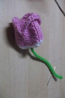 Flores y hojas tejidas - elrincondesasyenmadrid