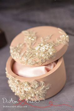 Caramel & lace box for rings from the collection Royal Lace, luxury traditional, ring pillow alternative, wedding supplies 1pcs
