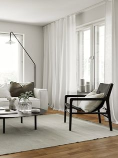 Tips for choosing and hanging curtains Elegant Curtains, Long Curtains, Hanging Curtains, Living Room Interior, Home Living Room, Minimalist Curtains, Ready Made Eyelet Curtains, Curtain Wire, Curtain Weights