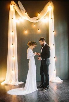 Wedding Themes Bistro light wedding ceremony backdrop - A vintage style aristocratic wedding inspiration shoot with a Christmas wedding color palette. Simple Elegant Wedding, Simple Weddings, Trendy Wedding, Boho Wedding, Perfect Wedding, Light Wedding, Wedding Flowers, Wedding Couples, Wedding Bride