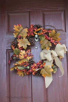 Fall Porch Ideas for Small Porches Diy Fall Wreath, Autumn Wreaths, Wreath Crafts, Wreath Ideas, Wreaths And Garlands, Door Wreaths, Diy Arts And Crafts, Fall Crafts, Candy Corn