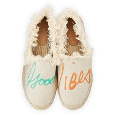Rebecca Minkoff Baylee Good Vibes Espadrille (2.770 CZK) ❤ liked on Polyvore featuring shoes, sandals, flat platform shoes, fringe sandals, flat pumps, slip-on shoes and platform espadrilles