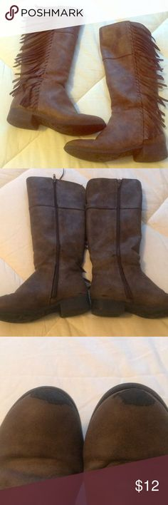 💕little girls Steve Madden fringe boots Little girls precious Steve Madden fringe boots size 2. Little wear on toes/ pic attached. My daughter wanted to keep wearing but too small🤣 they are so cute! Steve Madden Shoes Boots