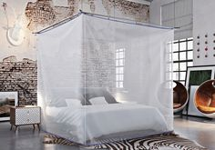"""A baldachin which elegantly transforms into a textile room. The """"SKYROOM Moskito"""" is a flexible room-in-room system."""