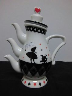 Alice in Wonderland tea pot! I want this so bad! Thats one of my all time favorite books Alice in Wonderland tea pot! Alice In Wonderland Teapot, Teapots Unique, Cuppa Tea, Teapots And Cups, Mad Hatter Tea, My Cup Of Tea, Chocolate Pots, Tea Time, Tea Cups