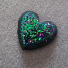 1 cabochon coeur en résine fait main