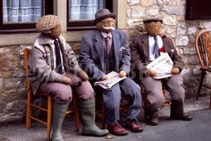 DIY Decor : How to Make a Scarecrow • Ideas and tutorials, including this old men scarecrow idea from 'Kettlewell Scarecrow Festival'!