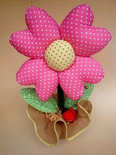 Todo em tecido.Sugestão para brinde de chá de panela,ou decoração em geral.serve como peso de porta ou só para decorar.