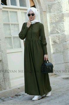 Summer Hijab Outfits: As you all know, summer is just around the corner, just in time when everyone is about done with the cold weather and ready to get into some summer outfit planning. Abaya Fashion, Modest Fashion, Fashion Outfits, Muslim Women Fashion, Islamic Fashion, Hijab Casual, Hijab Chic, Hijab Dress, Hijab Outfit