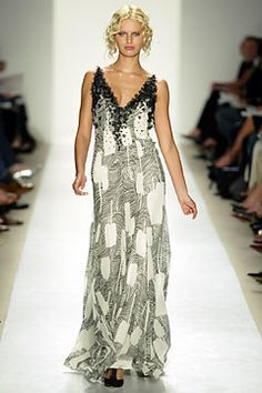 Carolina Herrera Spring 2004 Ready-to-Wear Fashion Show - Karolina Kurkova, Carolina Herrera