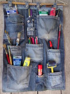 14 ideas chulas para reciclar vaqueros o jeans Yes! The post 14 ideas chulas para reciclar vaqueros o jeans Yes! appeared first on Jeans. Jean Crafts, Denim Crafts, Diy Jeans, Diy With Jeans, Jeans Refashion, Sewing Jeans, Sewing Hacks, Sewing Crafts, Sewing Projects