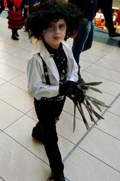 Another excellent Edward Scissorhands costume from Marcell Juhasz!