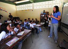 学校, 教室, 少年たち, 女の子, 学生, 先生, 女性, エクアドル, 教育, テーブル, 椅子