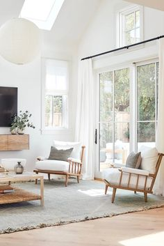 modern meets traditional living room with modern armchair and modern TV console with white rug, neutral living room, white living room decor - Web 2020 Best Site Home Living Room, Living Room Designs, Living Room Neutral, Bright Living Room Decor, Living Area, Sala Grande, Decoration Inspiration, Decor Ideas, Room Ideas