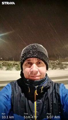 4.45am - Snowing strongly and only me on the road... Wonderful feeling.... Reggel 4.45 - Szakadó hó és csak a tiéd a terep... Csodás érzés volt futni! :) . Jöhet az egészséges kávé... . .  #snowing #strongly #motivational #workout #runningmotivation #runninginspiration #runningman #roadrunning #healthylifestyle #dxn #evoncafe #futás #csodálatos #wonderful #hóesés #havazás #wintertime