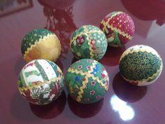 bolas de Natal - isopor, vincadas com tecidos variados e sianinha