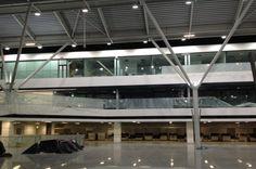 Hala odlotów w przebudowanym terminalu Lotniska Chopina Basketball Court, Bright