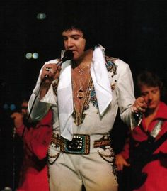 Elvis in Concert Chicago...05/01/1977