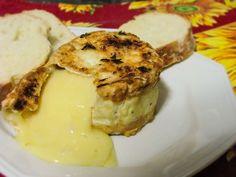 Queijo camembert com crosta de sal e ervas