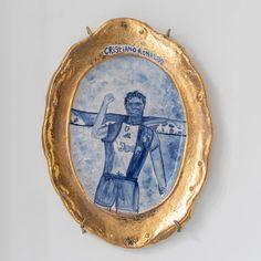 Koos Buster (°1991) is in zijn werk altijd op zoek naar de perfecte domme perfectie of iets triviaals dat het verdient om gevierd te worden. Als hij een idee heeft, begint hij het te schetsen. Hij ziet deze schetsen als een eerste fase van een nieuw idee, maar ook als een werk op zich. De 'onhandigheid' van een snelle schets heeft vaak de lijnen die hij in het uiteindelijke werk wil zien. Cristiano Ronaldo, Contemporary Artists