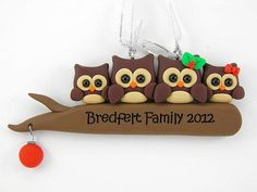 Personalize Family of Four Owl Christmas Ornament Polymer Clay Polymer Clay Owl, Polymer Clay Ornaments, Sculpey Clay, Polymer Clay Projects, Polymer Clay Creations, Clay Crafts, Family Christmas Ornaments, Polymer Clay Christmas, Christmas Owls