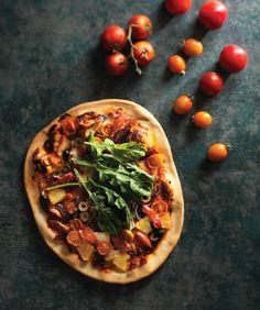 과일피자 - 고소한 카망베르 치즈와 토마토소스, 과일을 올려 색다른 피자를 만들었다.