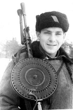 World War II, in Russia – the Great Patriotic War (22 June 1941 – 9 May 1945). Russian fighter armed with a 7.62 mm Degtyaryov DP-28 machine gun.   Vicinity of Kharkov city, Ukraine, USSR.   Winter, 1943.